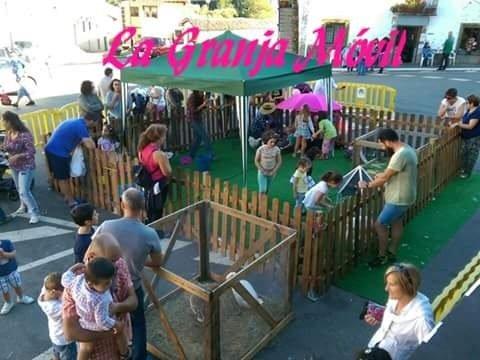 Granja móvil de animales para fiestas infantiles a domicilio de cumpleaños en Valencia